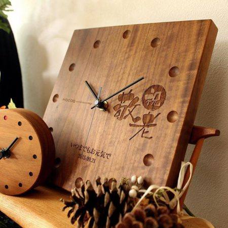ありがとうの気持ちを込めた木製時計