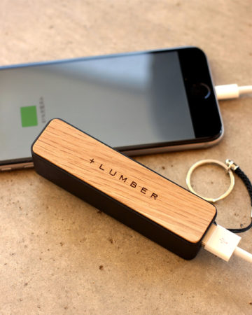 スリムタイプの木製モバイルバッテリー