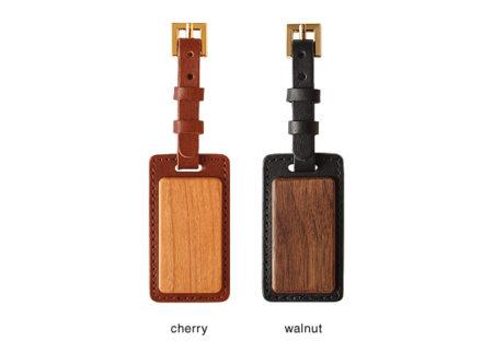 【新商品】木と革で出来たネームタグ