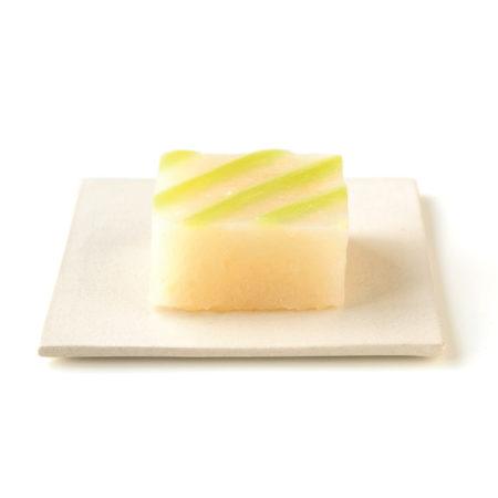 和梨の風味と食感がクセになる生ういろう